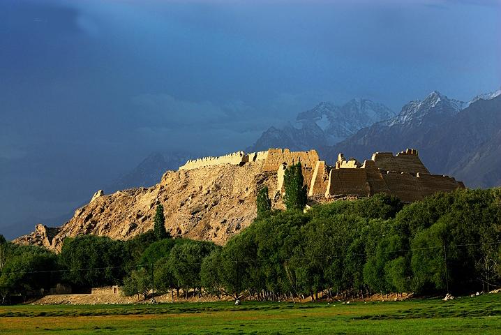 新疆自治区 塔什库尔干塔吉克县地标 石头城 - 西部落叶 - 《西部落叶》·  余文博客