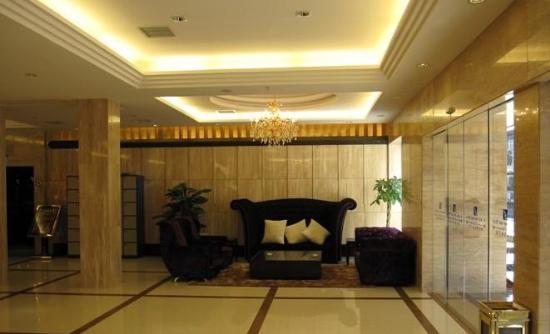 <strong>【聚浪潮水会酒店】</strong>桂林火车站南200米四星高级酒店