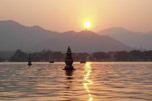 西湖精华一日游(含西湖游船+三潭印月)