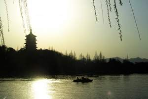 【清凉解暑:杭州西湖雷峰塔一日游】纯玩无购物杭州旅游保证纯玩