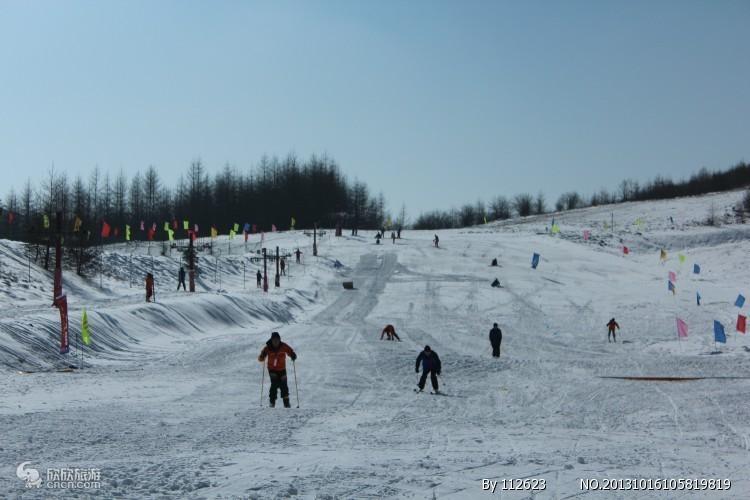 西宁奥斯陆滑雪场1日游不限时滑雪、雪圈、高尔夫体验