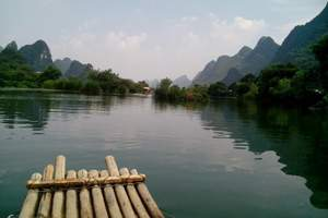 阳朔遇龙河竹筏漂流