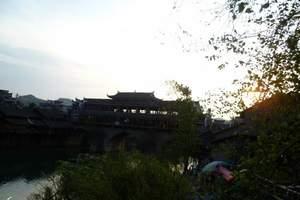 武汉到浪漫凤凰古城旅游  凤凰九景/篝火晚会火车三日游