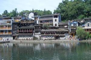 重庆到西江千户苗寨怎么走,有多远,住宿怎么安排,到贵州四日游