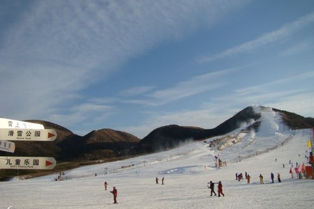 洛阳到栾川伏牛山滑雪乐园一日游   洛阳周边滑雪场