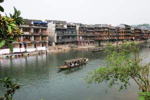 长春夕阳红旅游团-云南全线、张家界凤凰古城空调包列16日游