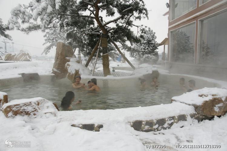 【长白山去滑雪泡温泉两日游】住蓝景酒店、泡室内外温泉