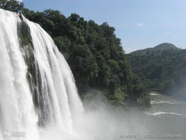 【多彩贵州】黄果树大瀑布、西江千户苗寨、荔波小七孔双飞5日