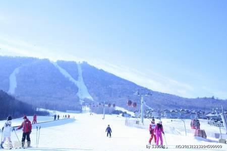 东北亚布力滑雪、雪乡、长白山镜泊湖温泉双飞六日游-哈尔滨往返