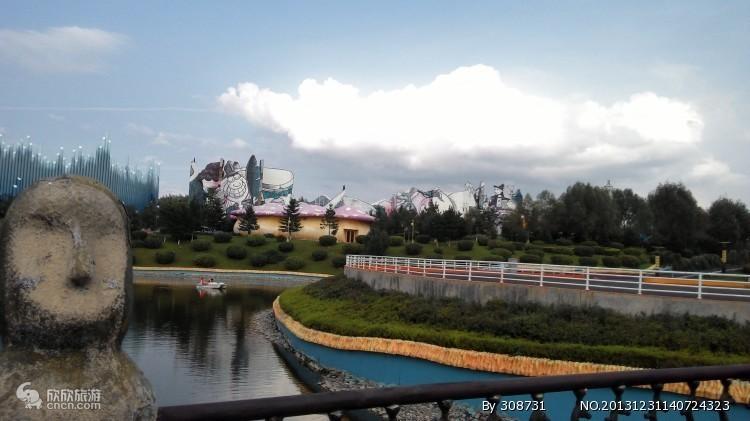 早4:00左右延吉火车站集合出发,经安图接团后乘旅游大巴赴中国十大名
