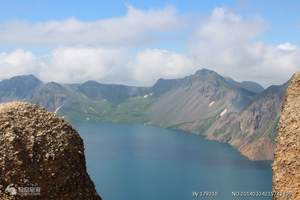 哈尔滨出发到镜泊湖长白山汽车四日游 长白山爬山看天池金鼎大佛