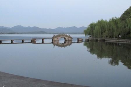 华东五市、上海迪士尼乐园、乌镇西塘、寒山寺亲子高铁5日游