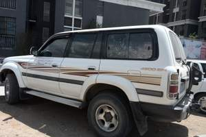 新疆丰田4500/三菱越野车旅游租车价格_多少钱