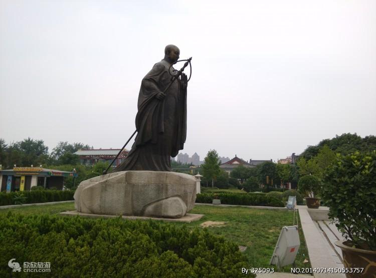 大雁塔南广场唐僧塑像