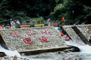 浪尖上过山车-10斤龙虾浙西矿泉水漂流-龙井峡等三日游