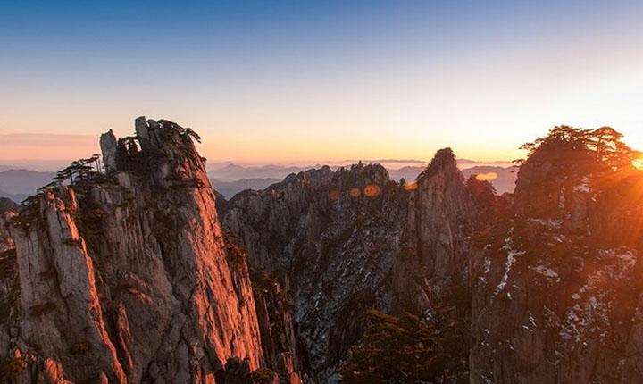 黄山二日游线路价格_景点安排 住山顶、游西海大峡谷、观日出