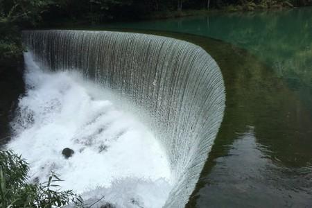 黄果树瀑布、西江苗寨、荔波小七孔、龙宫、下司古镇、青岩5天游