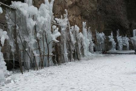 小沟背赏冰挂