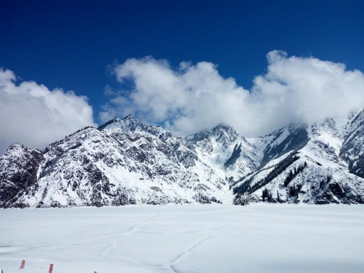 新疆赛里木湖、那拉提、巴音布鲁克、吐鲁番、天山天池双飞8日