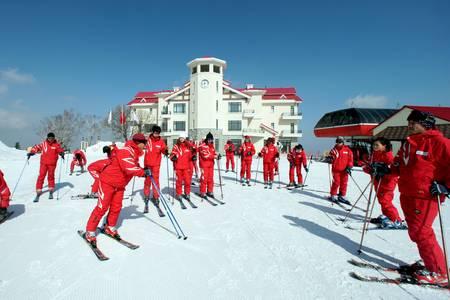 哈尔滨到亚布力阳光度假村滑雪自由行套票一日游(含往返火车 )