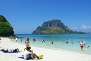 泰国多个热门海滩将禁烟 违者最高获1年监禁或罚款