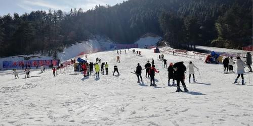 大别山滑雪乐园
