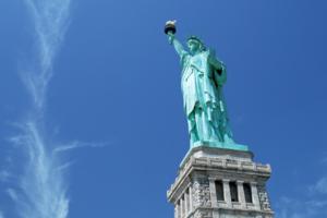 美国强化签证审查 入境需提交5年社交媒体记录