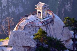 险!华山景区游客中心装饰吊顶掉落 9名游客受伤