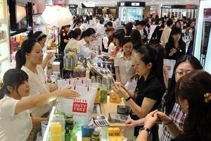 """中国顾客""""回归"""" 上半年韩国免税店销售额大增四成"""