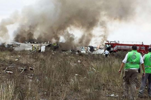 墨西哥客机坠落全员生还 机上载有103人