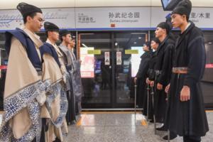 华谊电影世界的秘密——电影真人秀在苏州地铁内上演