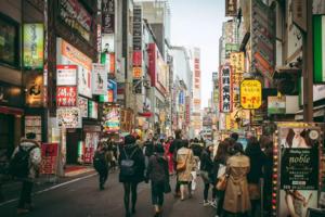 """去年中国赴日游客首破800万,但""""爆买""""势头下降了"""