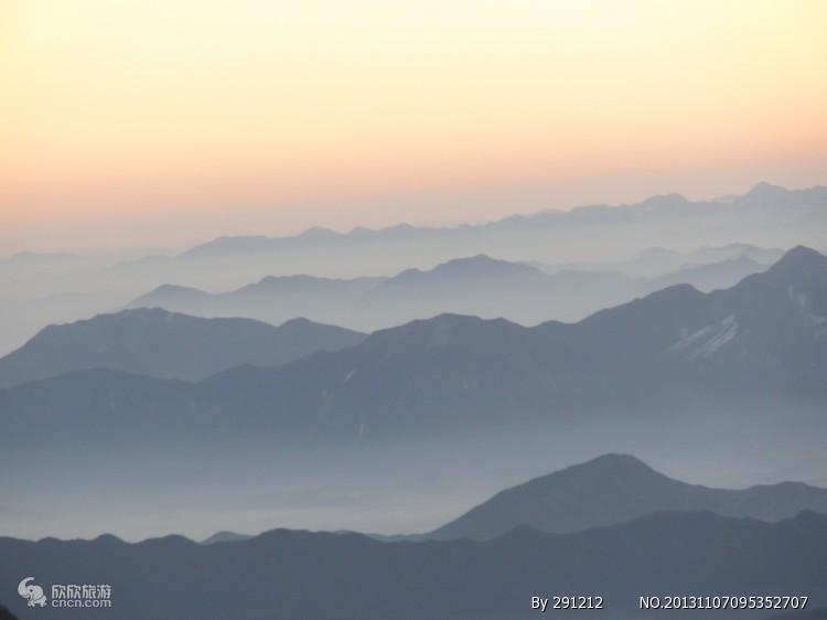 黄山光明顶的清晨