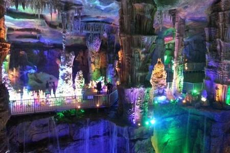 青岛到泰安旅游玩什么,泰安地下大裂谷,太阳部落大巴二日游