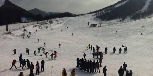 宜昌到巴东绿葱坡滑雪一日游