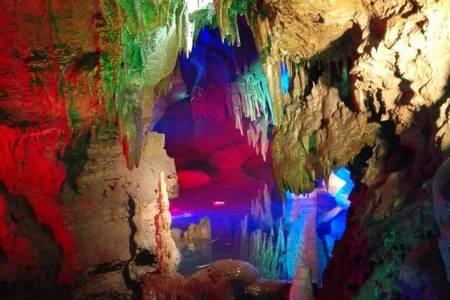周边好玩地方推荐-地下大峡谷 荧光湖 天上王城大巴跟团二日游