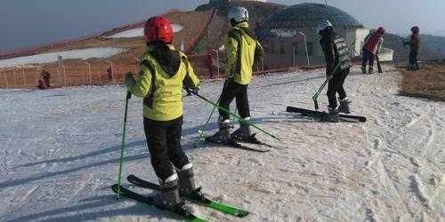百里荒滑雪一日游 滑雪新世界纵情百里荒