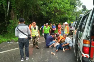 泰国清迈旅游大巴与皮卡相撞 11名中国游客受伤