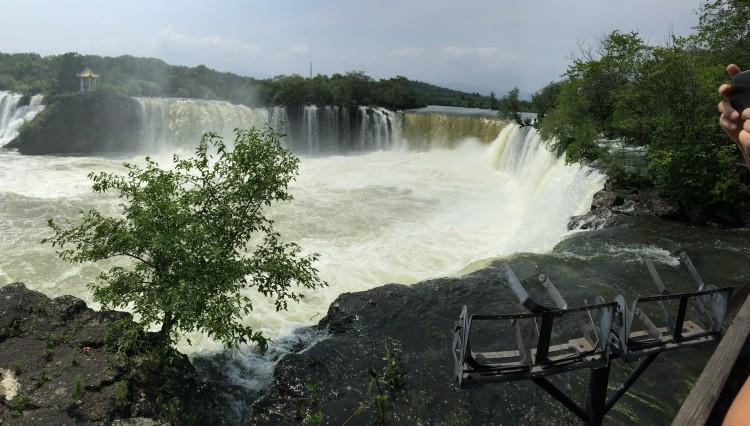 镜泊湖瀑布图片