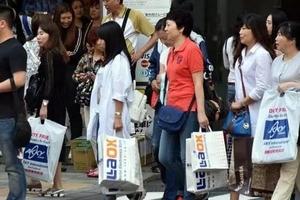 """香港、台湾接连助攻,日本这个夏天""""躺着""""挣钱"""