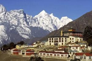尼泊尔暂停所有旅游签证,春季登山季取消